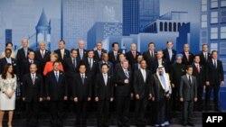 Grupna fotografija šefova država ili vlada 20 industrijski najrazvijenijih zemalja, snimljena po završetku samita u Torontu