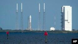Un cohete Atlas V listo para llevar a la sonda MAVEN hasta la atmósfera de Marte.