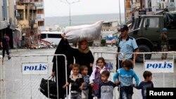 Türk sınır kasabalarına sığınan Suriyeli mülteciler