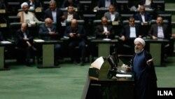 حسن روحانی معتقد بود با همراهی مجلس میتواند به وعده های انتخاباتی خود عمل کند، اما با روی کار آمدن مجلس دهم تغییر چندانی رخ نداد.