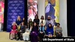 Đệ nhất Phu nhân Hoa Kỳ Michelle Obama và các phụ nữ đoạt giải Phụ nữ Can đảm Thế giới năm 2014