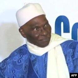 Abdulay Vade prezidentlikka uchinchi bor saylanmoqchi. Bunga uning haqqi yo'q, deydi fuqarolar.