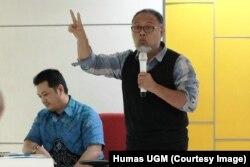 Bambang Widjojanto dan Surya Imam Wahyundi dari BPN Prabowo-Sandi dalam acara Bedah Program Capres di Universitas Gadjah Mada, Yogyakarta, Rabu, 30 Januari 2019. (Foto:Humas UGM)
