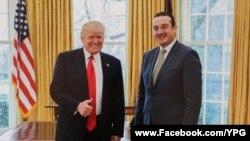 საქართველოს ელჩი დავით ბაქრაძე პრეზიდენტ ტრამპთან ერთად