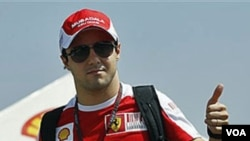 Pebalap Ferrari Felipe Massa asal Brazil membiarkan rekan setimnya asal Spanyol Fernando Alonso menyalipnya atas perintah tim untuk menjuarai GP Jerman tahun ini. Ferrari didenda 100.000 dolar karena tindakan itu.