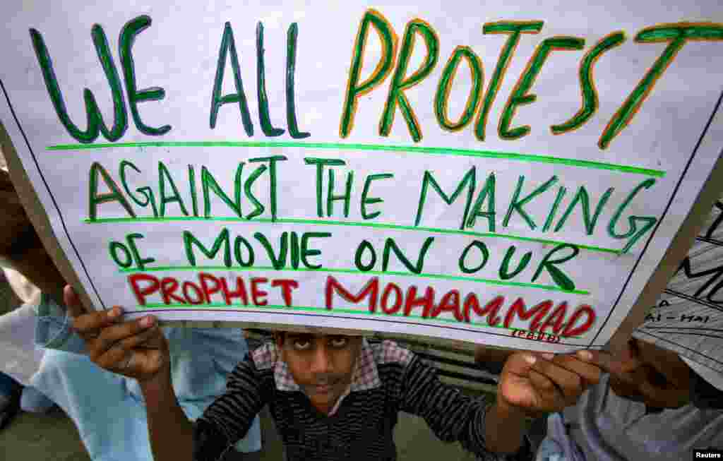A Muslim man holds up a placard during a protest against the anti-Islam film in Jammu, India September 21, 2012.