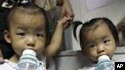 中国儿童在喝牛奶(资料照片)