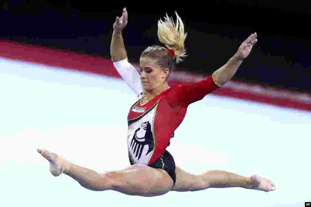 الیزابت سایتس ورزشکار ۲۵ ساله آلمانی در رشتهچوب موازنهدر مسابقات ژیمناستیک قهرمانی جهان در شهر اشتوتگارت آلمان.