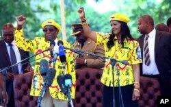 آقای موگابه و همسرش