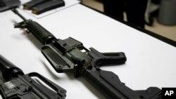 安装了撞火枪托的步枪