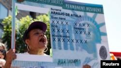 La popular tarjeta verde, es la autorización que recibe una persona para residir legalmente en Estados Unidos.