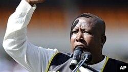 Le président de la ligue de la jeunesse du parti au pouvoir, le Congrès national africain (ANC), Julius Malema, prononce un discours à Soweto, 15 mai 2011