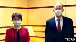 台灣駐美代表蕭美琴(左)2020年7月27日在國務院拜會亞太助卿史達偉(台灣駐美代表處推特)
