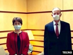 資料照片:台灣駐美代表蕭美琴(左)2020年7月27日在國務院拜會亞太助卿史達偉 (台灣駐美代表處推特)