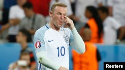 Wayne Rooney lors d'un match de l'Euro 2016 entre son équipe, l'Angleterre et l'Islande, au stade de Nice, en France, 27 juin 2016.