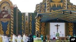 파라과이 방문 마지막 날 주일 미사를 집전하고 있는 프란치스코 교황