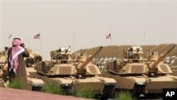 科威特国际阅兵式上的美国主战坦克