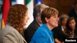 时任加拿大国际发展部长的加拿大农业部长毕博(Marie-Claude Bibeau)在七国集团的一次会议上讲话。(2018年5月31日)