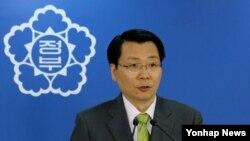 김형석 한국 통일부 대변인이 20일 정례브리핑을 통해 개성공단문제 등 현안에 대해 브리핑하고 있다.