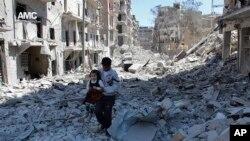 La ciudad de Alepo, en el norte de Siria, en poder de los rebeldes, ha estado siendo blanco de bombardeos de fuerzas gubernamentales sirias y rusas.