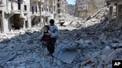 ویرانه های حلب در پی بمباران هواپیماهای روسی؛ این شهر چندی پیش به طور کامل به تصرف نیروهای بشار اسد در آمد.