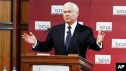 美国国防部长盖茨在布鲁塞尔发表讲话