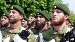 Чеченские солдаты во время парада по случаю Дня победы в Грозном, Россия, 9 мая 2019 года