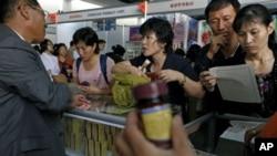 지난달 25일 북한 평양에서 열린 무역박람회에 설치된 매대. (자료 사진)