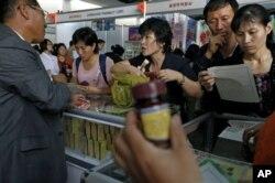 지난달 2012년 9월 북한 평양에서 열린 무역박람회에 설치된 의약품 매대. (자료 사진)
