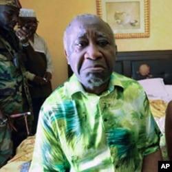 Laurent Gbagbo no seu quarto do Hotel du Golf sob a custódia das forças republicanas da Costa do Marfim