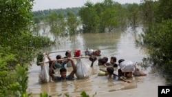 په تیرو لسو ورځو کې له برما نه ١٢٥ زره خلک بنگله دیش ته کډه شوي دي