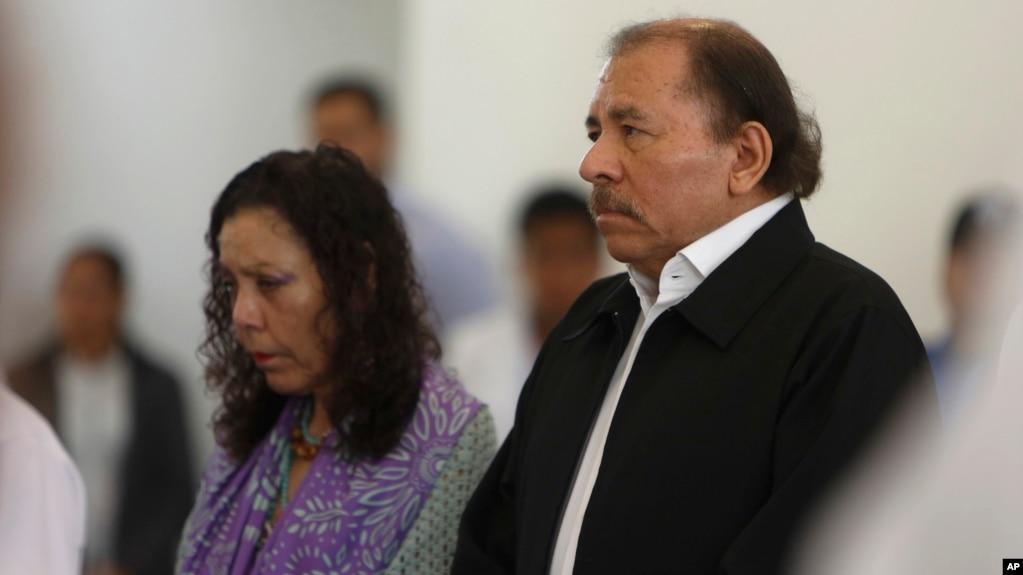 El presidente de Nicaragua, Daniel Ortega, y su esposa y vicepresidente Rosario Murillo asistieron al inicio del diálogo nacional en Managua, el miércoles, 16 de mayo, de 2018.