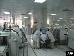 广东工厂里的劳动者