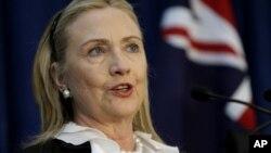 ລັດຖະມົນຕີກະຊວງການຕ່າງປະເທດສະຫະລັດ ທ່ານນາງ Hillary Clinton ກັບຄືນໄປເຮັດວຽກແລ້ວ ໃນວັນຈັນມື້ນີ້, ທີ 7 ມັງກອນ 2013.