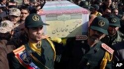 Upacara pemakaman tentara Iran yang tewas dalam perang di Suriah, di Teheran, Iran (foto: dok).