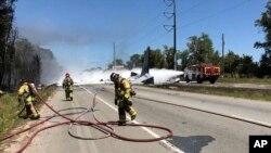 حکام کا کہنا ہے کہ حادثہ انتہائی شدید تھا جس میں صرف طیارے کے دم کا کچھ حصہ ہی ثابت بچا ہے۔