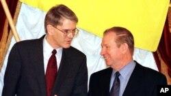 Стивен Пайфер и Леонид Кучма. Архивное фото 1998г.