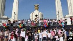 泰國反對派領袖週六在慶祝泰國兒童日的活動上發表演講。