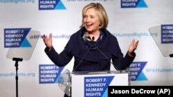 Mantan Menlu AS, Hillary Rodham Clinton berbicara dalam sebuah acara di New York (foto: dok).
