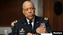 哥倫比亞特區國民警衛隊司令沃克少將在參議院國土安全委員會和政府事務與規則委員會的聯合聽證會上回答問題。 (2021年3月3日)