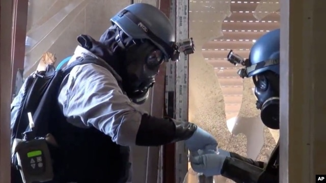 In this image taken from video obtained from the Shaam News Network, U.N. investigators take samples from a Damascus suburb, August 28, 2013.