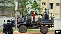 Mantan pemberontak Seleka terlibat bentrokan dengan milisi lokal di desa terpencil, Gaga di kawasan barat laut Afrika Tengah, Selasa (8/10).