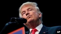 លោក Donald Trump បេក្ខជនប្រធានាធិបតីអាមេរិក ខាងគណបក្សសាធារណរដ្ឋ ថ្លែងនៅសាលធ្វើយុទ្ធនាការមួយនៅរដ្ឋ Flordia កាលពីថ្ងៃទី៣ ខែសីហា។