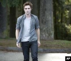 Robert Pattinson as Edward in scene from The Twilight Saga: New Moon