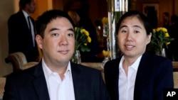 黄氏夫妇在会见美国大使前(2014年10月19日)