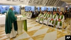 Papa Franja u hotelu Santa Marta u Vatikanu, 1. septembar 2015.