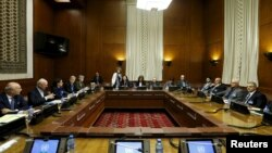 Predstavnici opozicije sa izaslanikom UN Stafanom de Misturom (1. februar 2016)