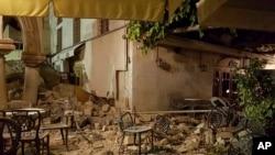 شدت این زلزله ۶.۷ درجۀ دیشتر گزارش شده است