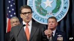 Thống đốc Rick Perry phát biểu trong cuộc họp báo tại Austin, Texas, ngày 21/7/2014.
