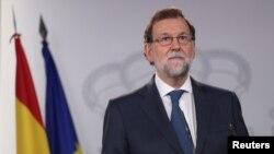 스페인 카탈루냐주 의회가 7일 분리독립을 위한 주민투표를 하기로 의결한 후 마리아노 라호이 스페인 총리가 7일 성명을 발표하고 있다.